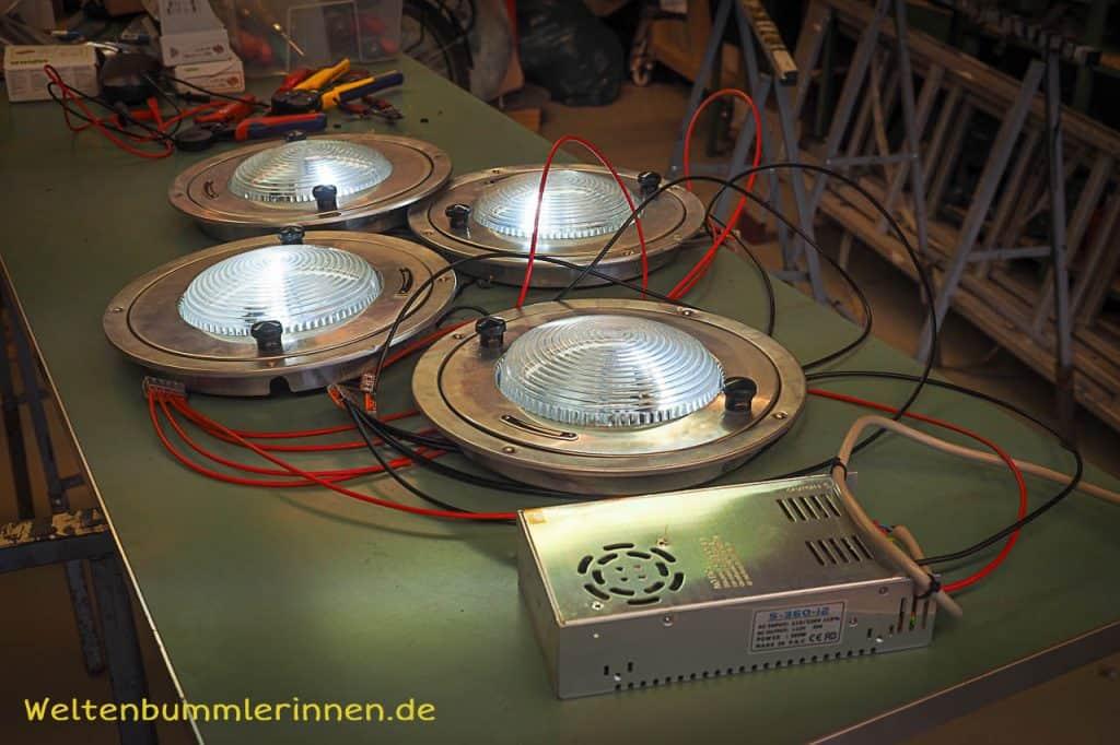 Deckenlampe im selbst ausgebauten Steyr 680 GL