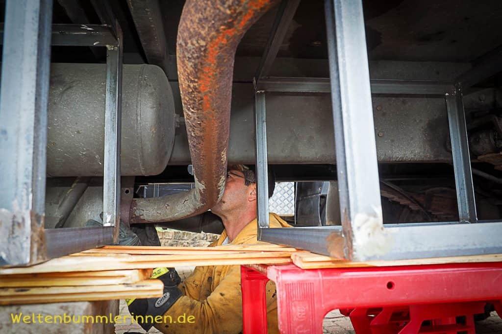 Umbau Auspuff beim Steyr 680 GL