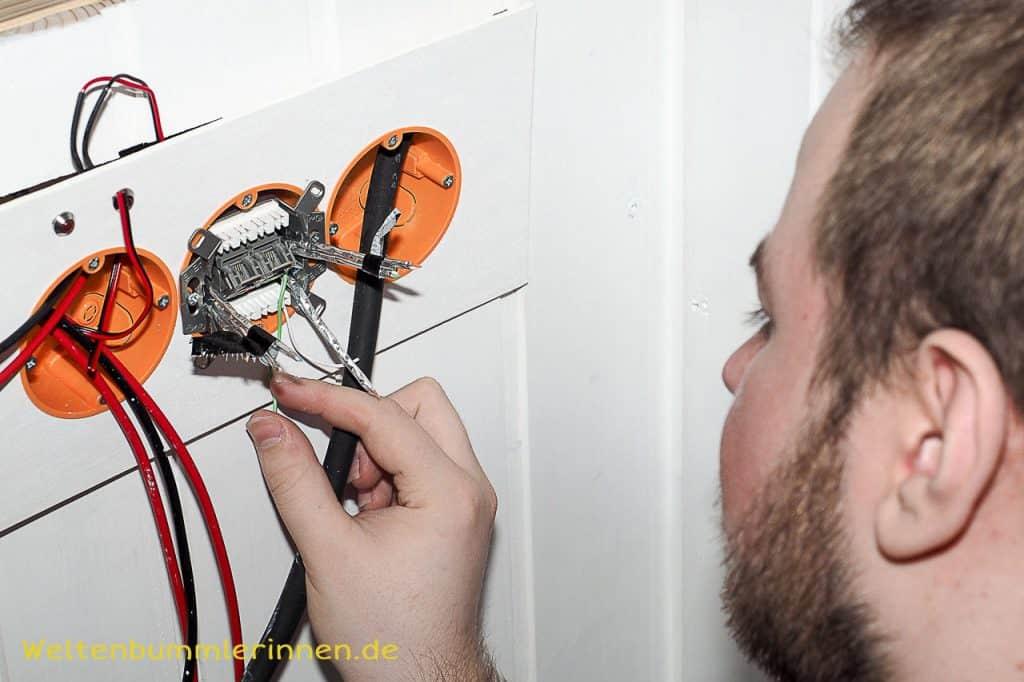 Die Montage einer LAN Steckdose in unserem ersten Wohnmobil war nicht so ganz ohne.