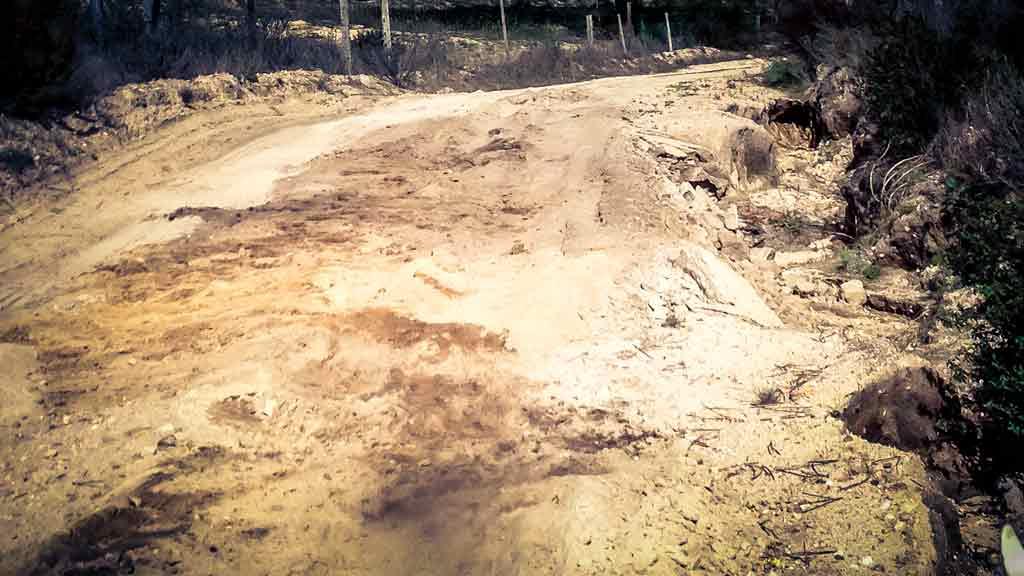 Nicht jeder Boden ist gleich gut befahrbar. Und manchmal sieht man es dem Boden auch vorher nicht an, wenn er nachgiebig ist.