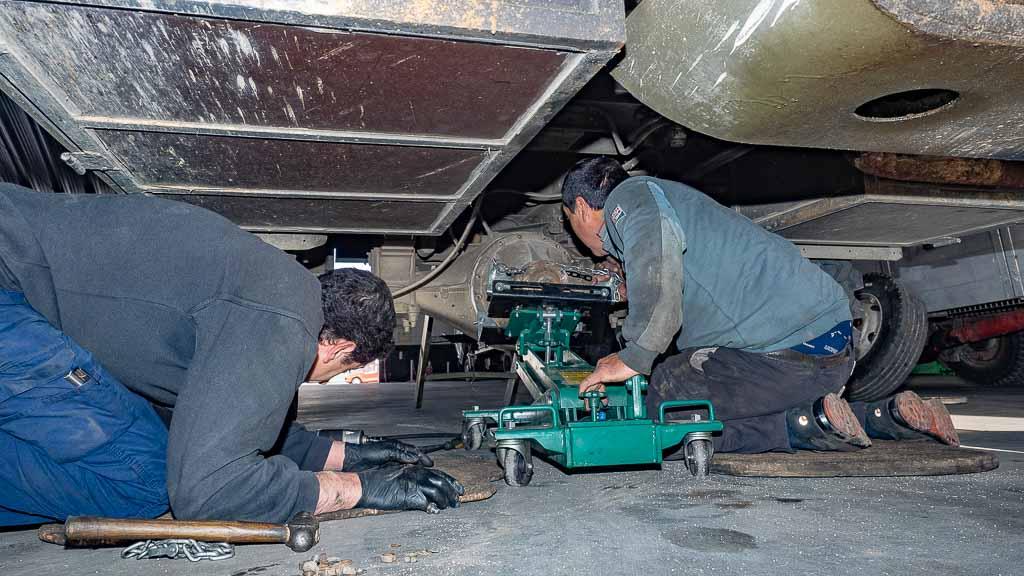 Ausbau des Differentials beim Steyr 680 Anbringung Hebevorrichtung