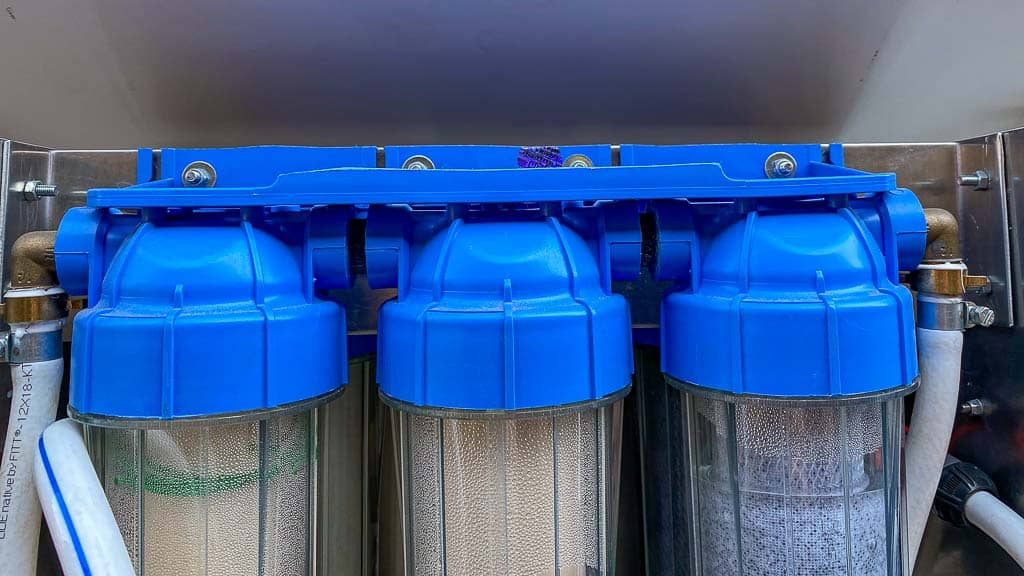 Dreifache Trinkwasserfilteranlage zum Betanken und zum Entnehmen.