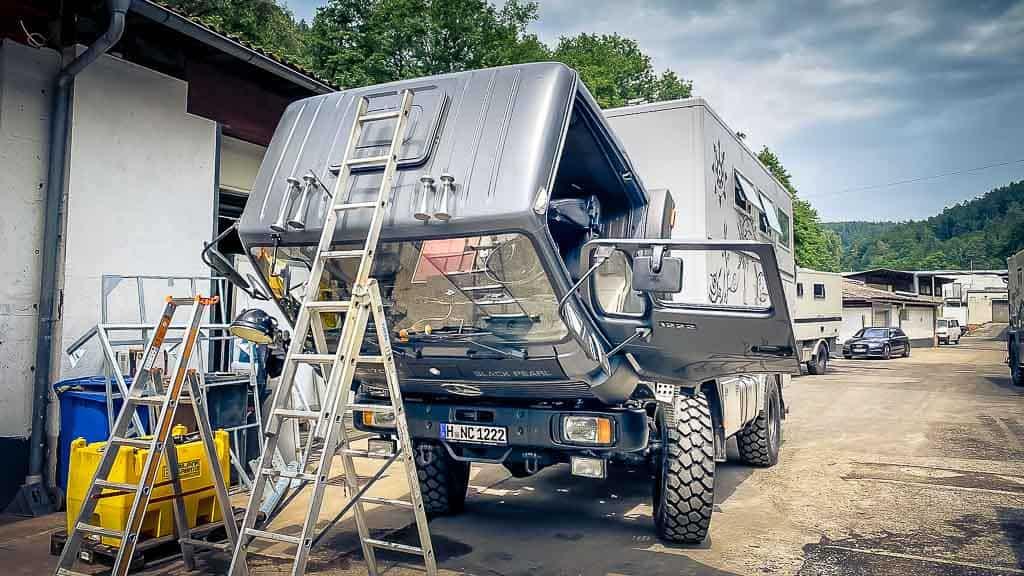 Black Pearl mit gekippten Führerhaus