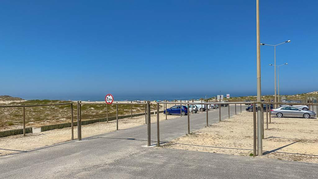 leerer Parkplatz in Costa de Lavos