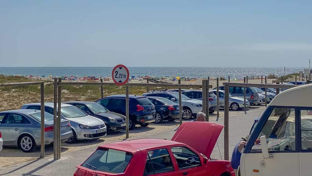 voller Parkplatz in Costa de Lavos