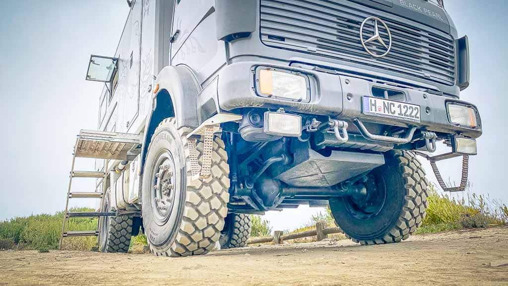 Allrad Wohnmobile haben nicht immer auch automatisch große Bodenfreiheit. Auch hier gilt: Die Art des Weges, den man befahren will, bestimmt den Fahrzeugtyp.