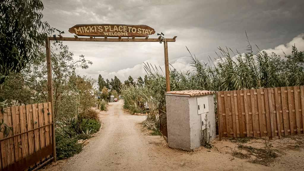 Rauchzeichen und Mückentanz, Mikki´s Place to Stay