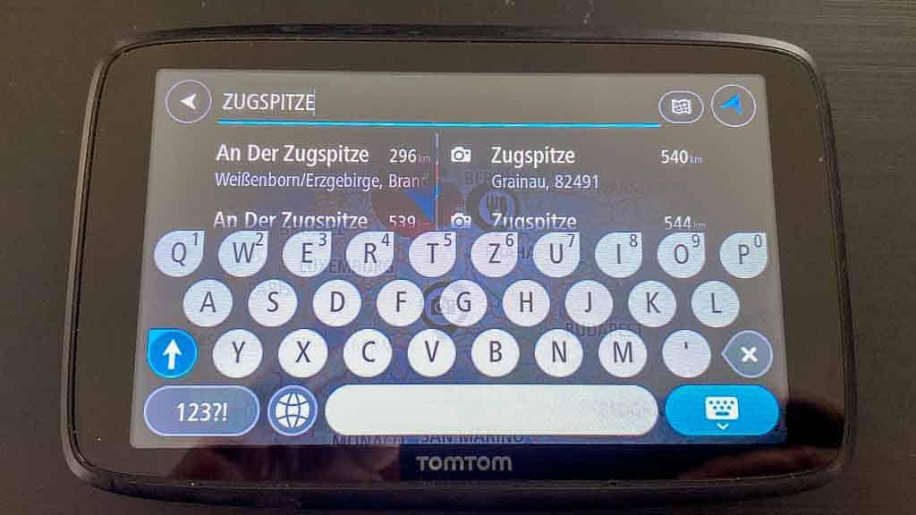 Navigationsgerät im großen Wohnmobil TOMTOM-Go-Professional-620 Anzeige des Suchbildschirms für die Suche nach interessanten Orten