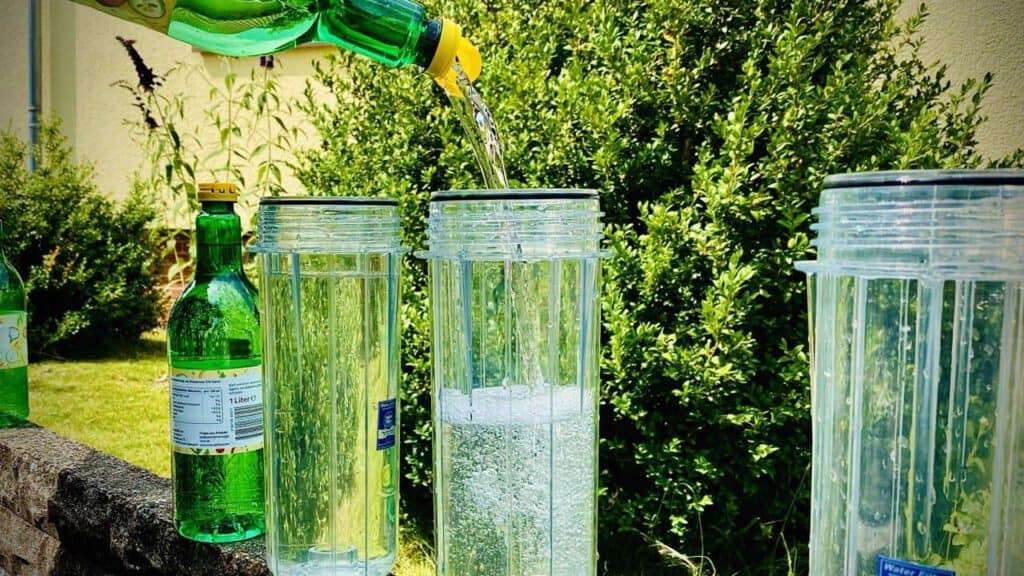 Für das Entkalken des Warmwasserboilers in unserem Wohnmobil braucht es viel Essig und Zeit.