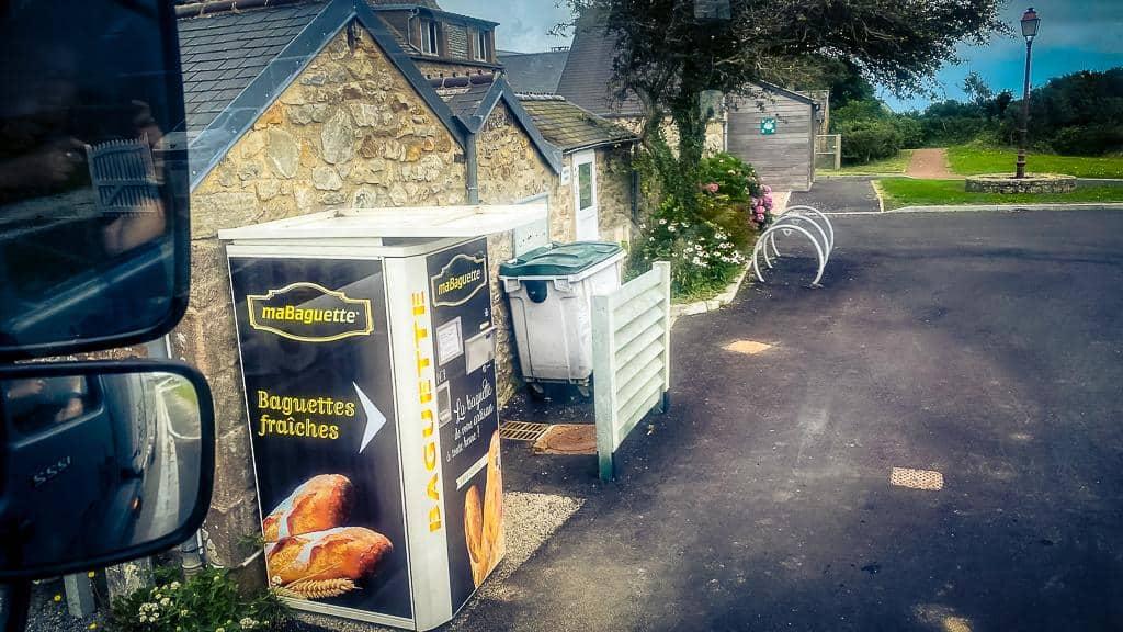 Baguetteautomat beim Roadtrip Normandie