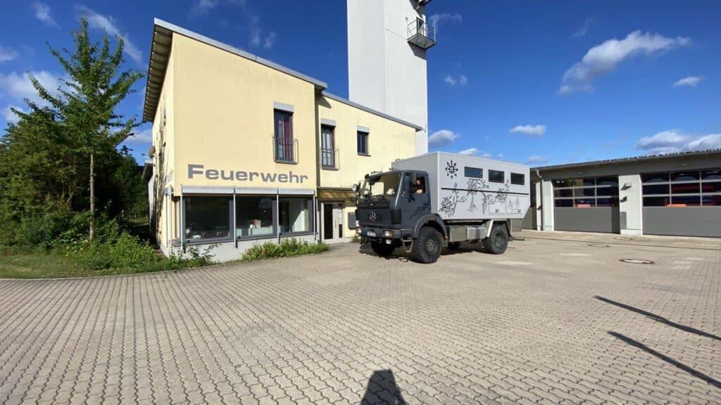 Die Black Pearl vor ihrer alten Heimatbasis, der Feuerwehr Hammelburg