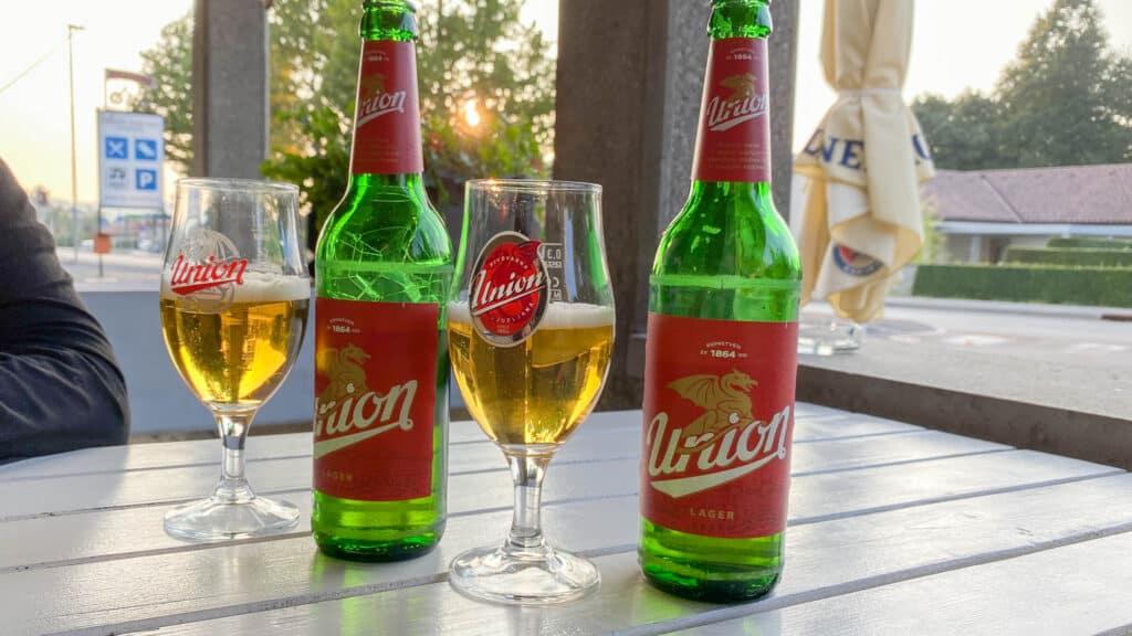Slowenisches Bier im Restaurant